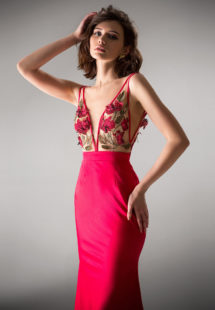 Style #404, available in ivory, black, crimson, pink
