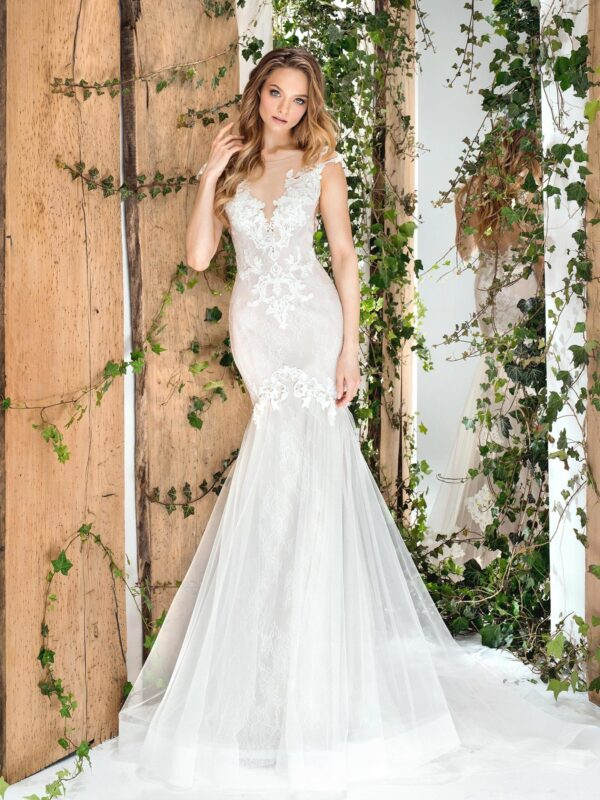 Fit and flare wedding dress with V-neck and keyhole back
